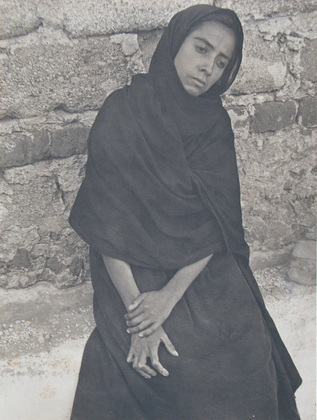 Elisa Kneeling, Tina Modotti, 1924